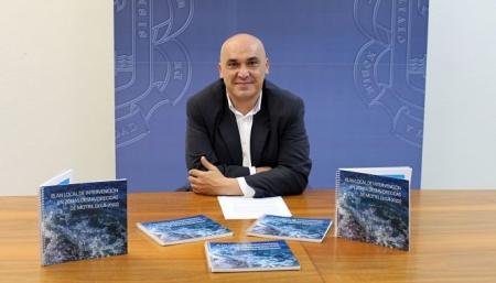 Gregorio Morales durante la presentación de la publicación del Plan Local de Zonas Desfavorecidas de Motril (AYTO. MOTRIL)