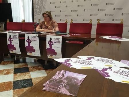Ana Muñoz ha presentado el `Punto Violeta` del Corpus (AYTO. GRANADA)