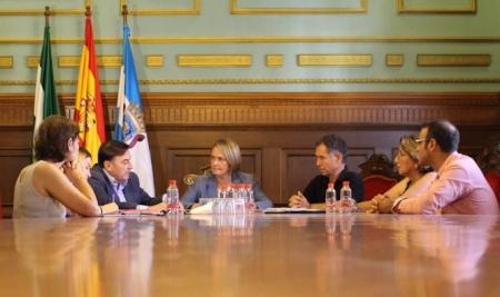 Reunión de Luisa García Chamorro con miembros de la Cámara de Comercio (AYTO. MOTRIL)
