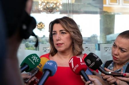 Susana Díaz atiende a los medios (JESÚS PRIETO / EUROPA PRESS)