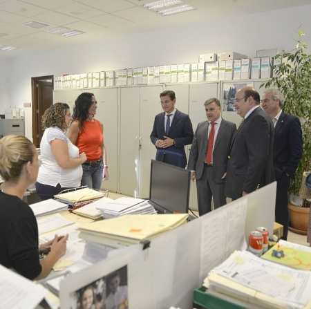 Visita de Luis Salvador y miembros del equipo de gobierno a `Los Mondragones` (JAVIER ALGARRA)