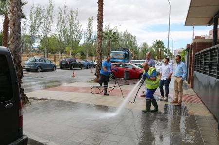 Nuevo servicio de baldeo a presión para limpiar las calles de Alhendín (AYTO. ALHENDÍN)