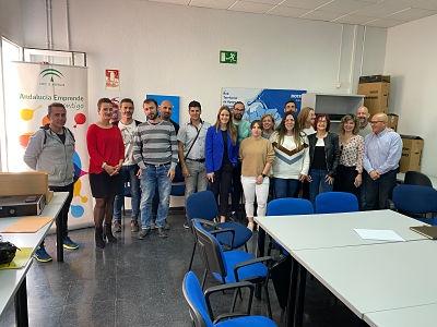 Encuentro de emprendedores con la Delegada de Economía y Empleo, Virginia Fernández (JUNTA)