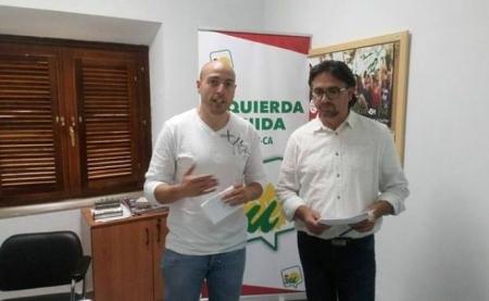 José Alonso Reyes, coordinador comarcal de IU Guadix, y el portavoz de IU en Guadix, Manuel Ortiz (IU GUADIX)