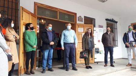 Minuto de silencio por el 25N que se ha celebrado esta mañana en el Ayuntamiento de Monachil (AYTO. MONACHIL)