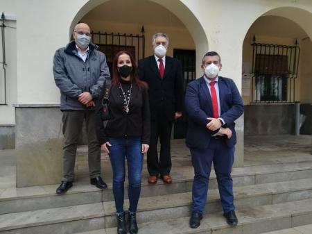 Imagen de la visita al Ayuntameinto de Peligros (CS)