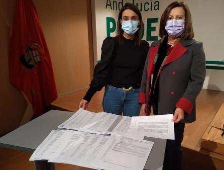 Olga Manzano y María José Sánchez Rubio han entregado las firmas (PSOE)