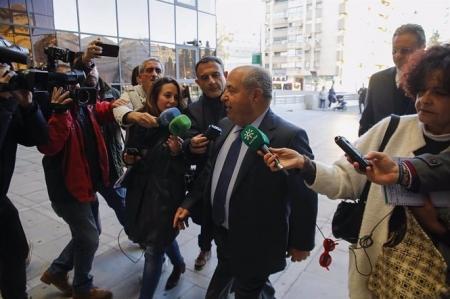 El exalcalde de Granada José Torres Hurtado llegando al macrojuicio por el caso Serrallo (ÁLEX CÁMARA / EUROPA PRESS)