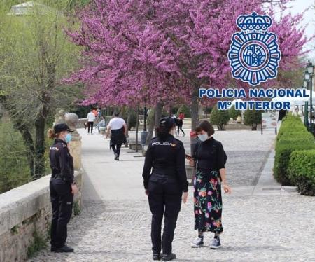 Una patrulla de la Policia Nacional en el Albaicín (POLICIA NACIONAL)