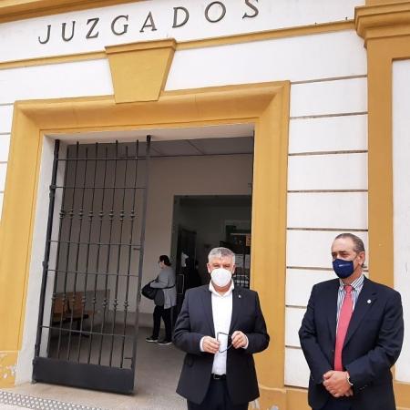 Imagen de la visita a los juzgados de Guadix (JUNTA)
